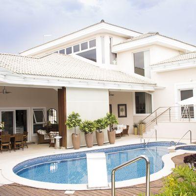 Chalets con jardin y piscina