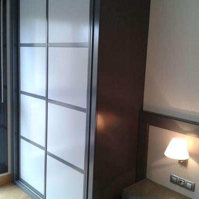 Armarios de aluminio con puertas correderas