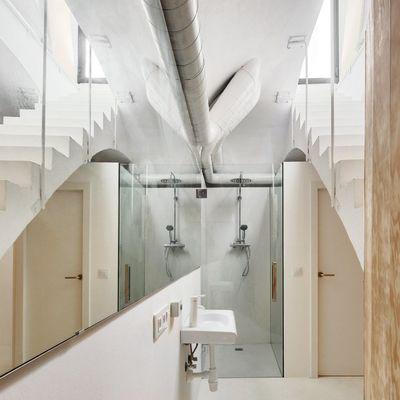 Construir baño bajo la escalera