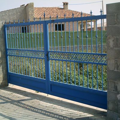 Puertas metálicas de comunidades y fincas