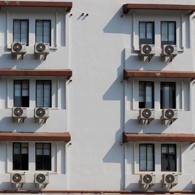 Aires acondicionados en la fachada de los edificios