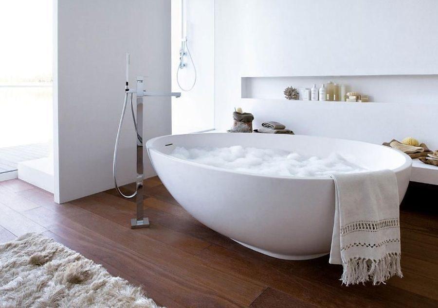 Bañera de materiales sintéticos