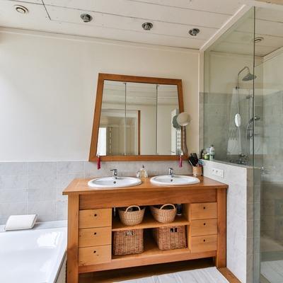 Barnizar muebles de baño