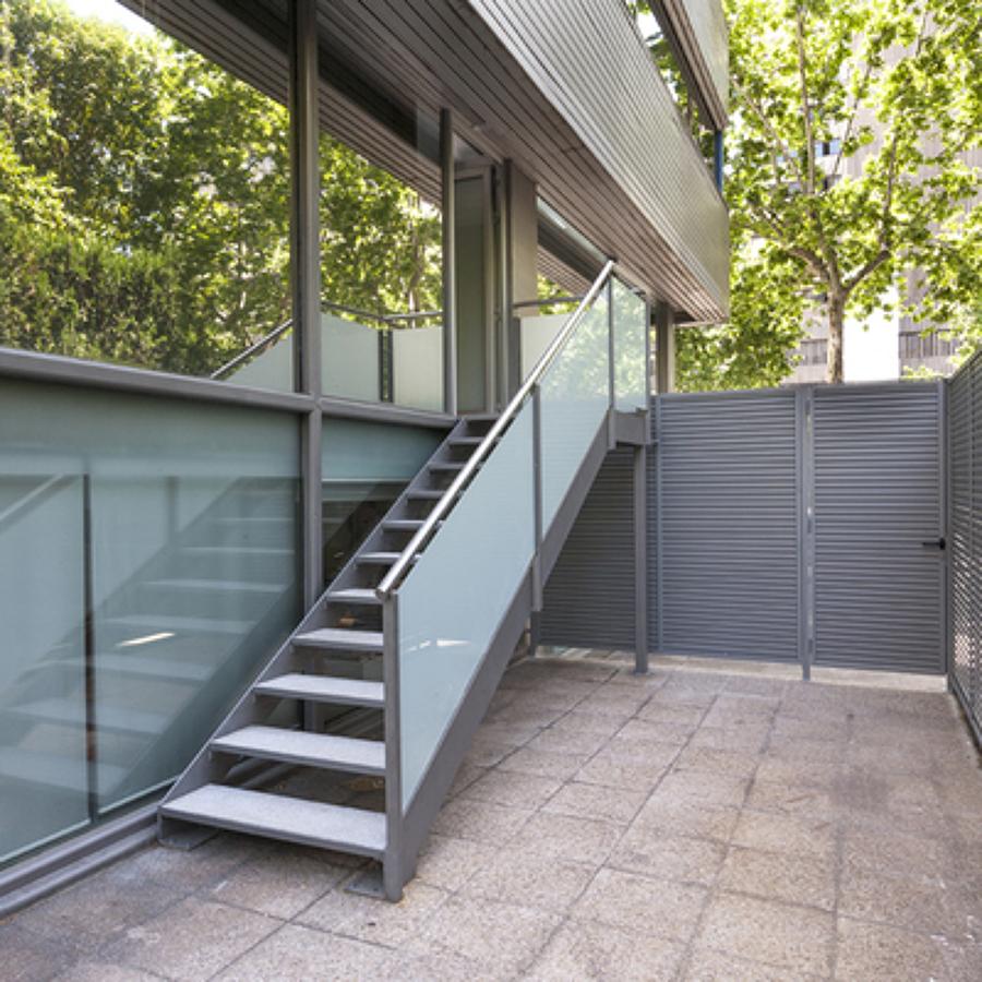 Presupuesto cerrar escalera online habitissimo for Escaleras para exteriores de madera