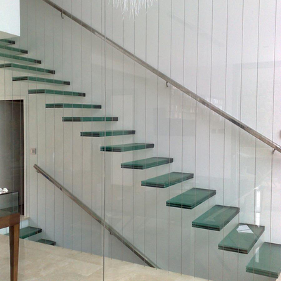 cerrar una escalera con cristal