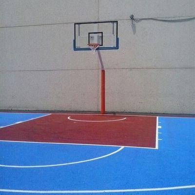 Construcción de pista para balonmano y baloncesto