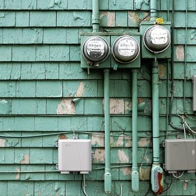Acometida eléctrica y tomas de corriente