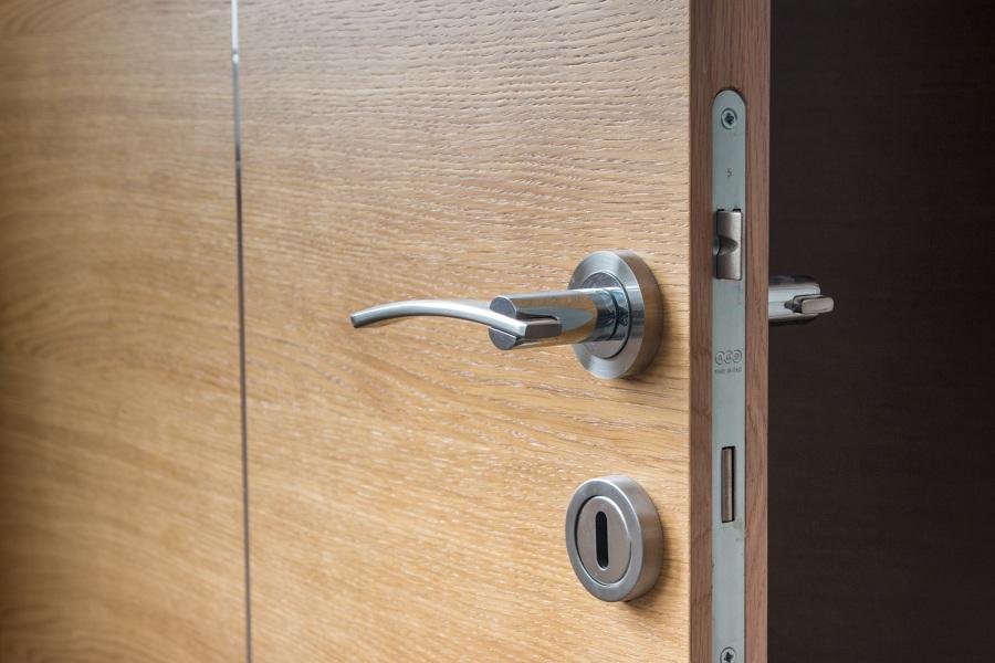 Puerta blindada con cerradura de seguridad