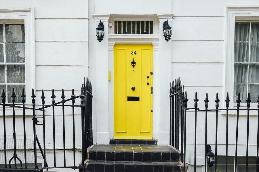 Pintar puerta exterior de metal