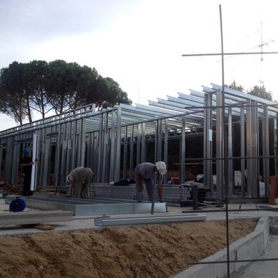 Edificios con estructuras de acero u hormigón