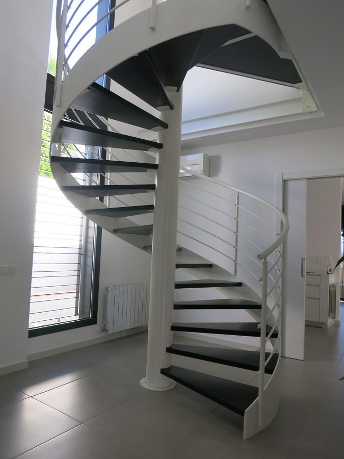 Presupuesto construir escalera de madera online habitissimo - Dimensiones escalera de caracol ...