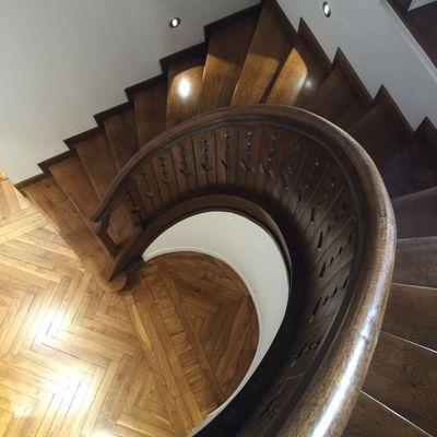 Escalera de caracol de madera