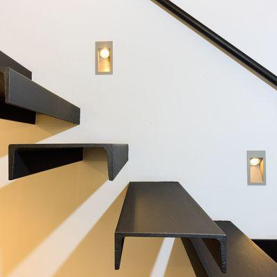 Escalera de hierro volada