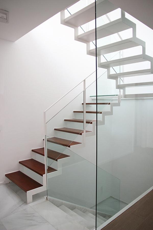 Como revestir una escalera interior como revestir una - Como pintar una escalera interior ...