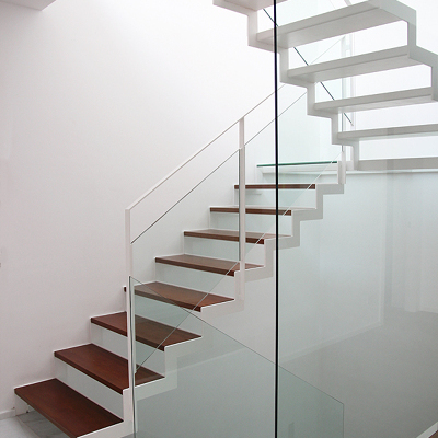 Presupuesto construir escalera de madera online habitissimo for Escaleras tres tramos
