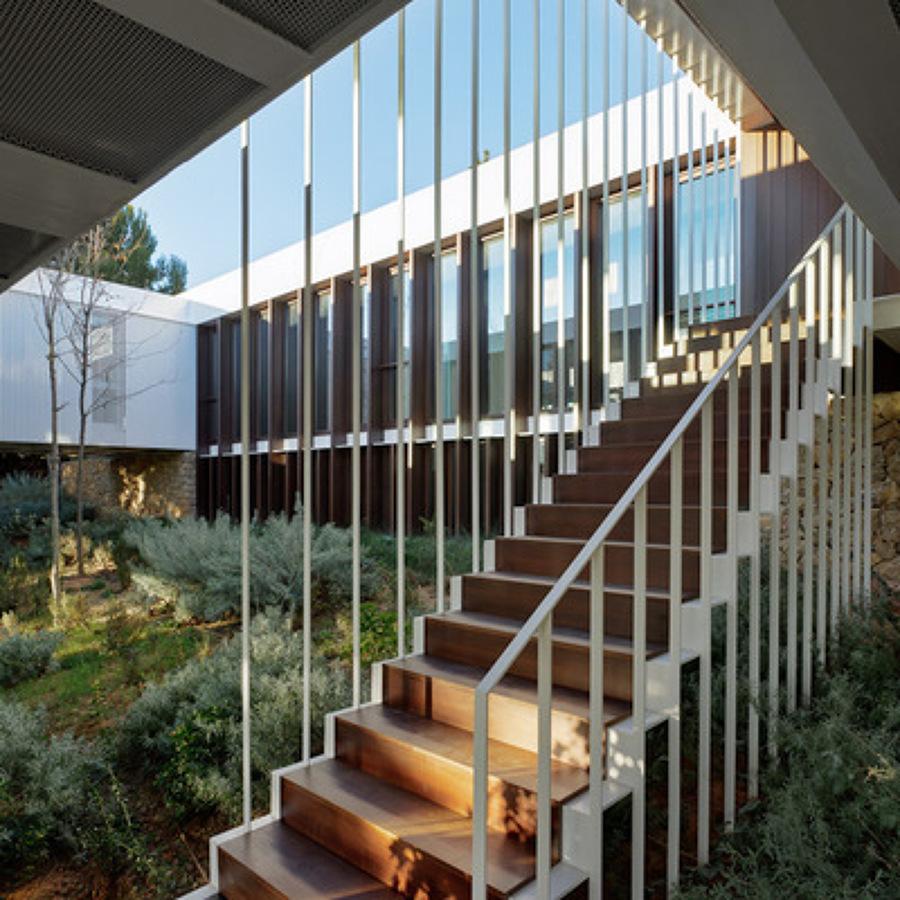 Presupuesto construir escaleras madera online habitissimo for Escalera de jardin de madera