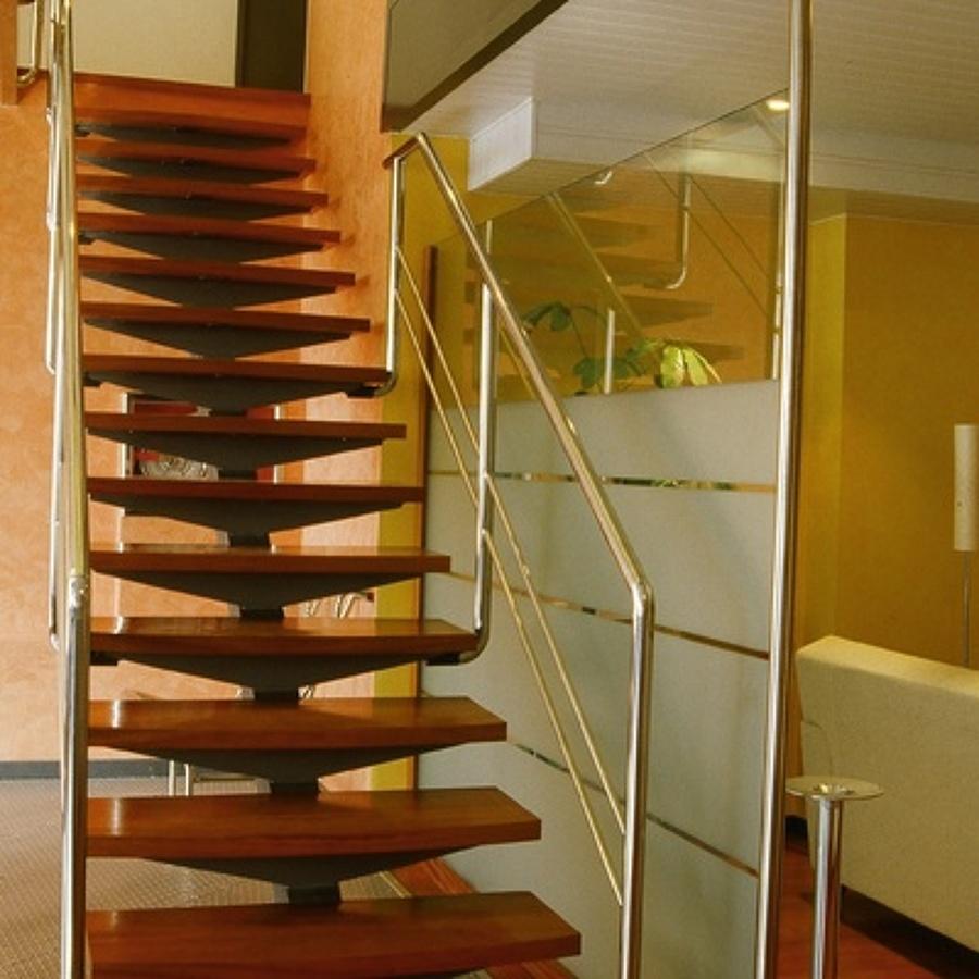 Presupuesto construir escaleras madera online habitissimo for Ver escaleras de interior