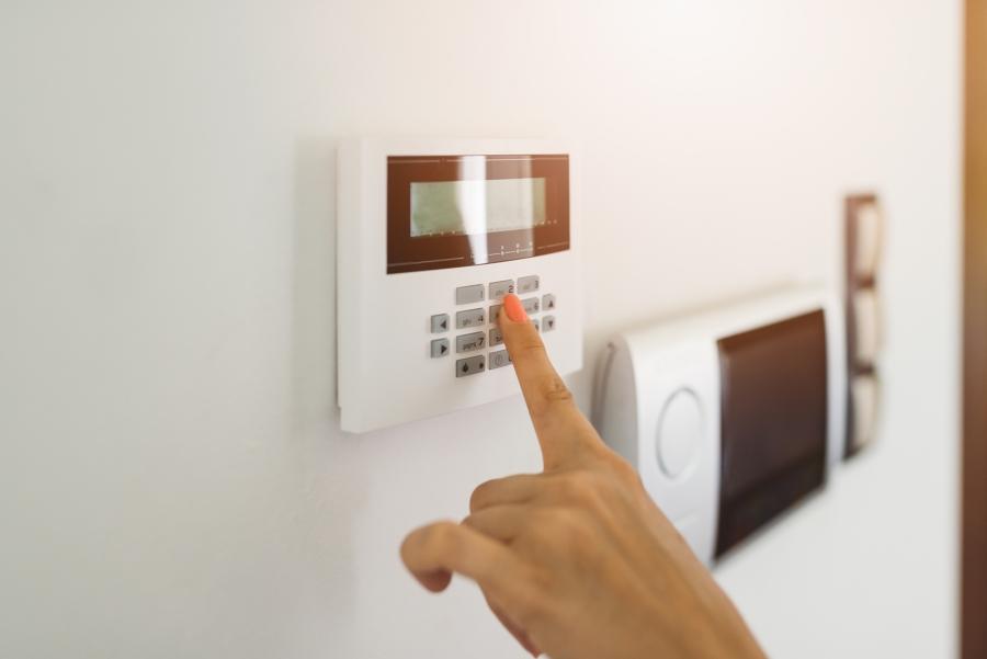 ¿Cuánto cuesta instalar una alarma en un local?