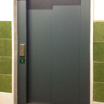 Funcionamiento correcto de las puertas del ascensor
