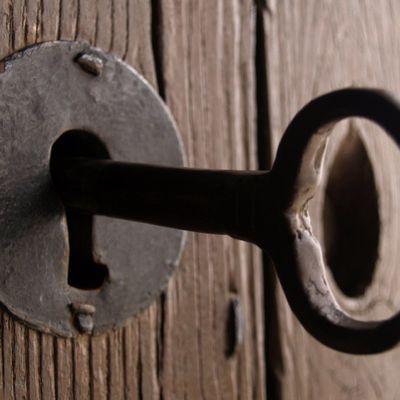 Sacar llave rota de cerradura