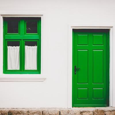 Abrir puerta en un muro