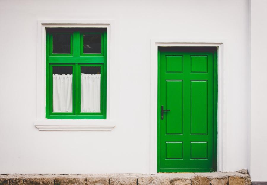 Pintar puerta exterior de madera