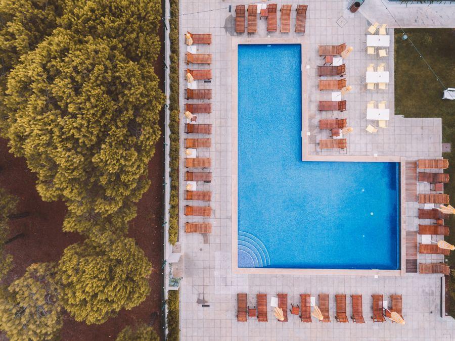 Nivelar terreno para hacer una piscina