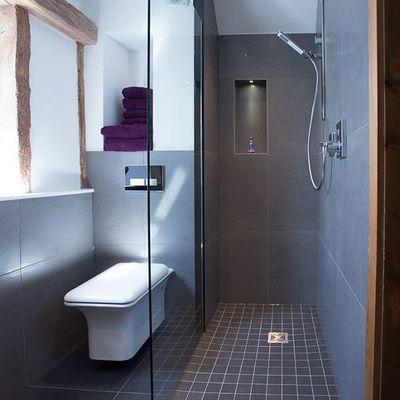 Instalar una mampara de ducha transparente