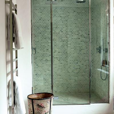 Cambiar ba era por ducha precios ideas y consejos - Instalar una mampara de ducha ...