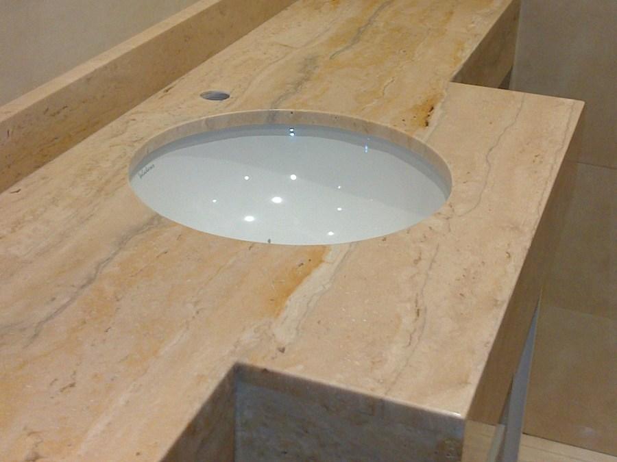 Presupuesto colocar o cambiar encimeras de m rmol online for Tipos de marmol travertino