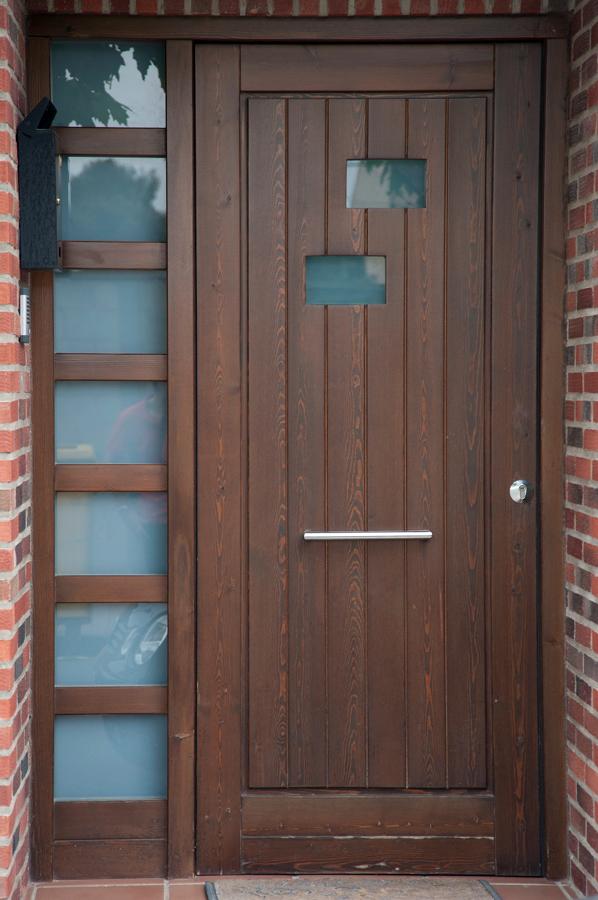 Presupuestos y precios para pintar una puerta exterior for Puertas de madera maciza exterior