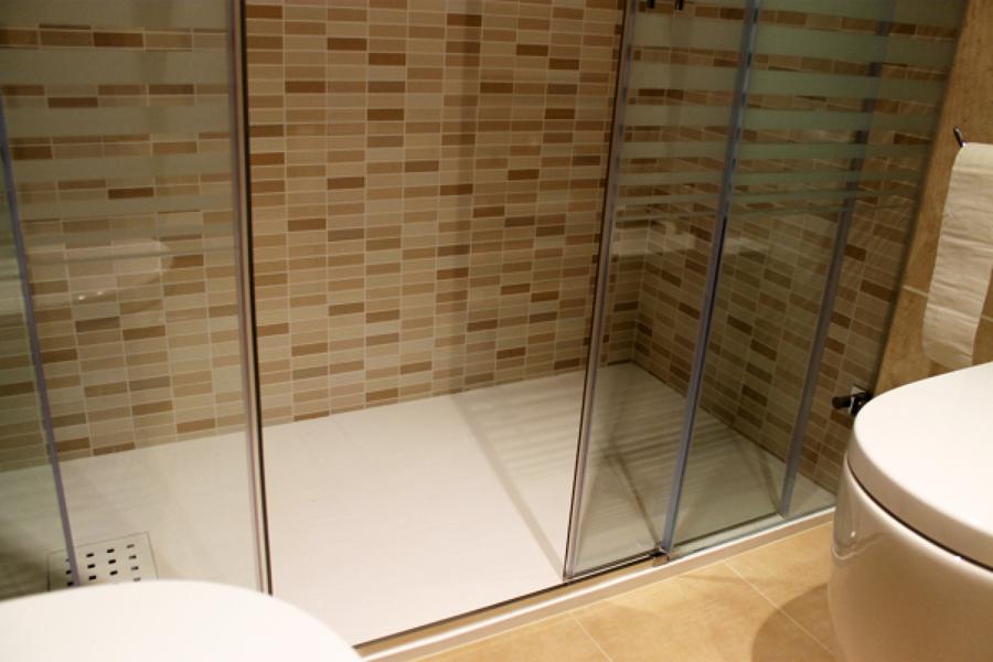Presupuesto cambiar plato ducha online habitissimo for Azulejos para duchas