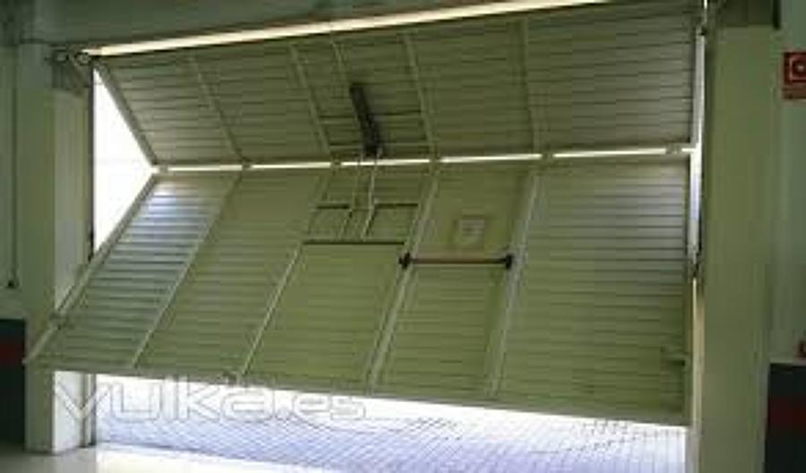 Presupuesto puertas garaje online habitissimo for Puerta garaje basculante precio