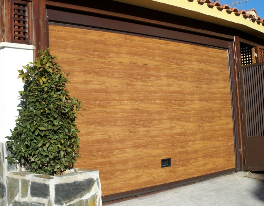 Puertas de garaje seccionales precios y presupuestos habitissimo - Puerta de garaje seccional ...
