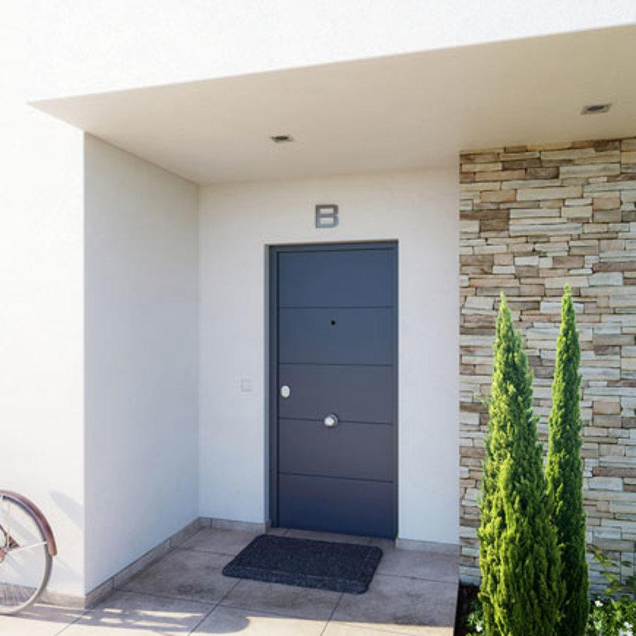 Presupuesto instalar puerta de seguridad online habitissimo for Presupuesto puertas interior