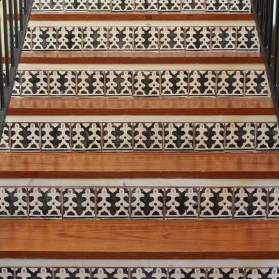 Limpieza de escaleras de materiales cerámicos o pétreos