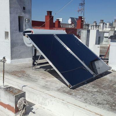 Termosifón solar con circulación forzada