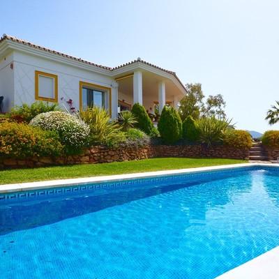 La piscina: un elemento muy valorado en chalets