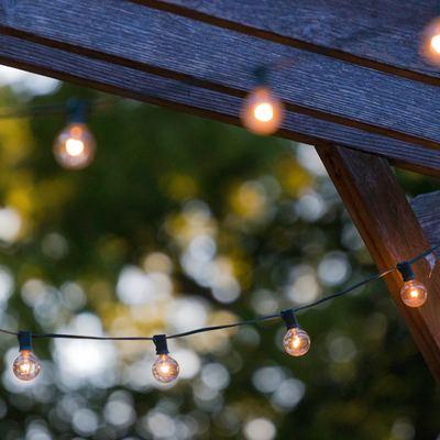 Iluminación exterior en jardines