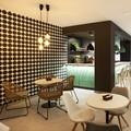 Papel pintado en negro y blanco cafetería | Sincro