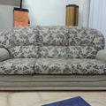 Tresillo tapizado en chenille.