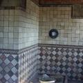 Alicatado de azulejos en cuarto de baño