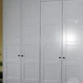 Armari a mida de portes amb plafons lacat blanc