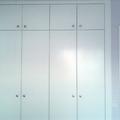 armario de puertas abatibles lacadas en blanco