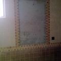 Baño a falta de colocar espejo en la pared