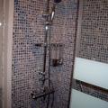cambio de azulejos por plaqueta de imitacion gresite en zona de plato ducha