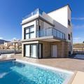 Construcción de viviendas con piscina.