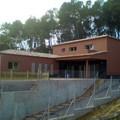 Casa   color burdeos  en RUBI
