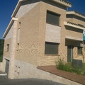 casa independiente de obra vista y mármol