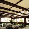 Cerramiento de restaurante en atico con techos motorizados en vidrio